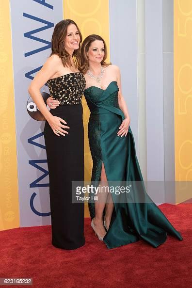 Actresses Jennifer Garner and Kimberly WilliamsPaisley attend the 50th annual CMA Awards at the Bridgestone Arena on November 2 2016 in Nashville...