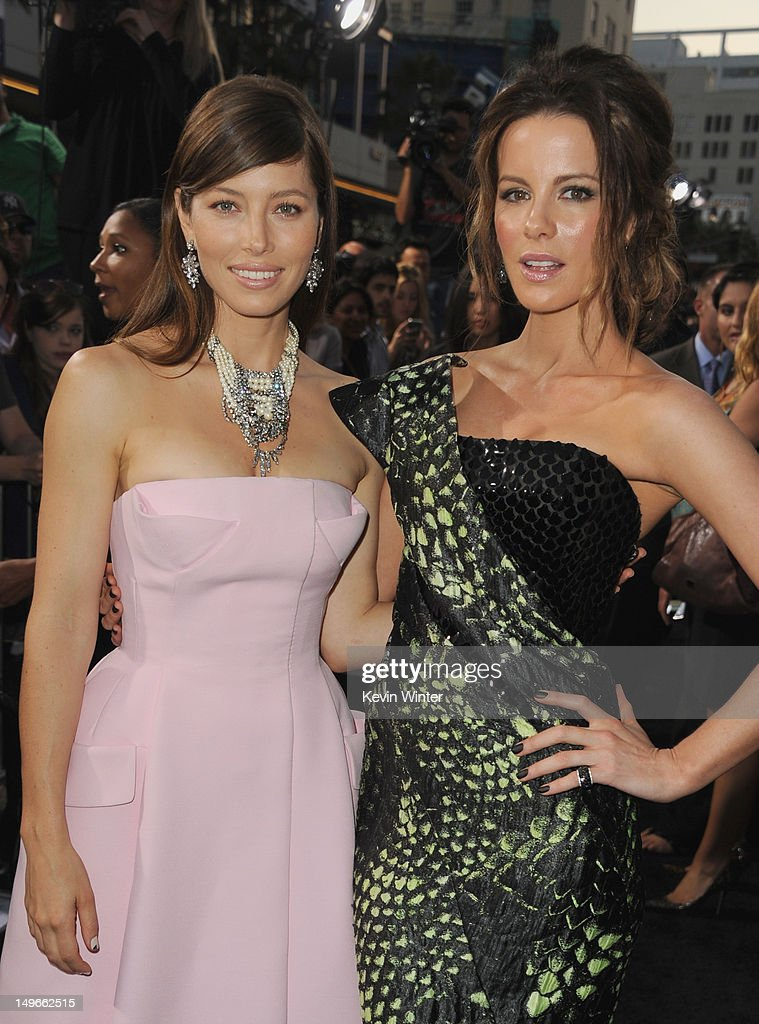 Actresses Jessica Biel (L) and Kate Beckinsale arrive at the premiere of Columbia Pictures' 'Total Recall' held at Grauman's Chinese Theatre on August 1, 2012 in Hollywood, California.