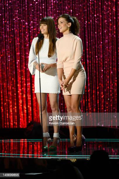 Actresses Jessica Biel and Kate Beckinsale speak onstage during the 2012 MTV Movie Awards at Gibson Amphitheatre on June 3 2012 in Universal City...