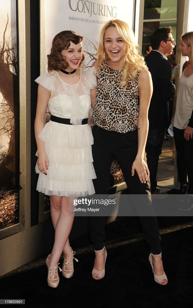 Actresses Joey King and Hunter King arrive at 'The Conjuring' Los Angeles Premiere at the ArcLight Cinemas Cinerama Dome on July 15, 2013 in Hollywood, California.