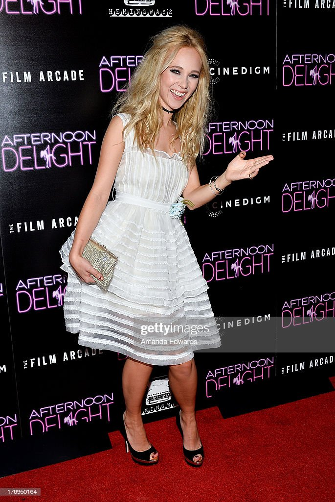 Actresses <a gi-track='captionPersonalityLinkClicked' href=/galleries/search?phrase=Juno+Temple&family=editorial&specificpeople=4692912 ng-click='$event.stopPropagation()'>Juno Temple</a> arrrives at the Los Angeles premiere of 'Afternoon Delight' at ArcLight Hollywood on August 19, 2013 in Hollywood, California.