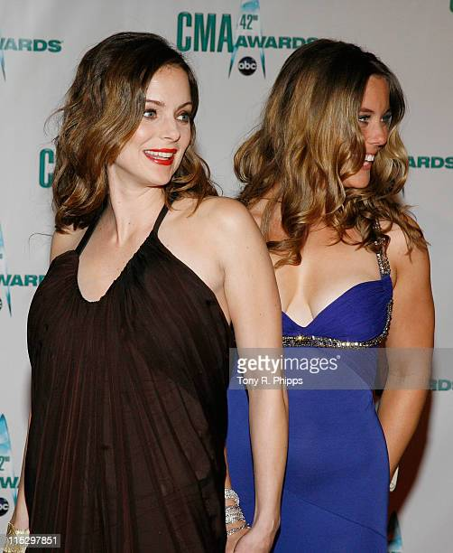 Actresses Kimberly WilliamsPaisley and sister Ashley Williams attends the 42nd Annual CMA Awards at the Sommet Center on November 12 2008 in...