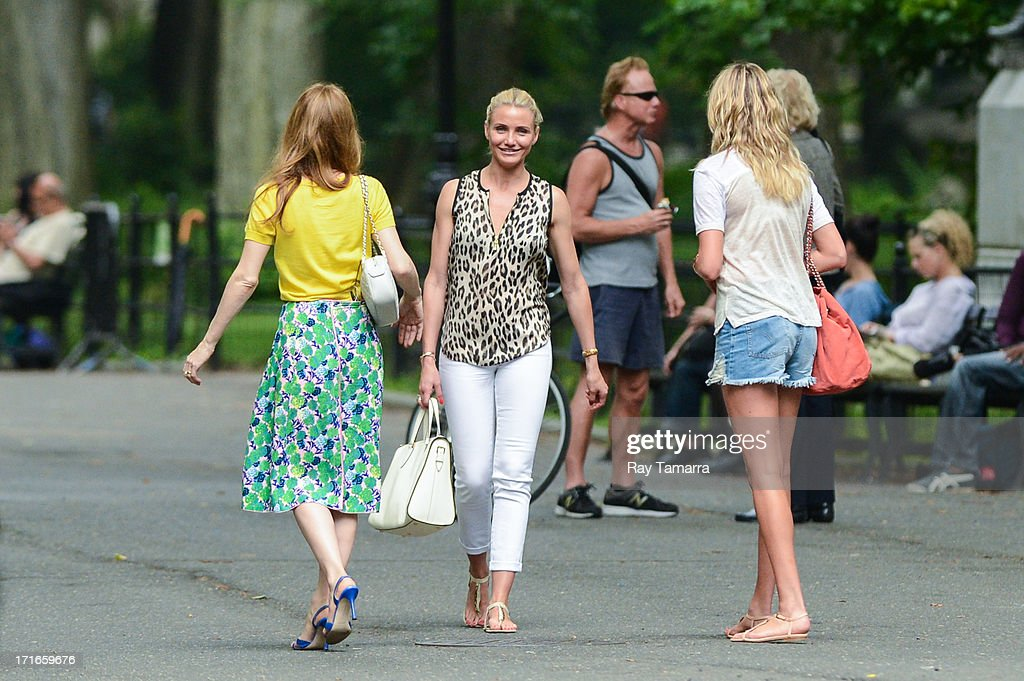 Actresses <a gi-track='captionPersonalityLinkClicked' href=/galleries/search?phrase=Leslie+Mann&family=editorial&specificpeople=595973 ng-click='$event.stopPropagation()'>Leslie Mann</a>, <a gi-track='captionPersonalityLinkClicked' href=/galleries/search?phrase=Cameron+Diaz&family=editorial&specificpeople=201892 ng-click='$event.stopPropagation()'>Cameron Diaz</a>, and <a gi-track='captionPersonalityLinkClicked' href=/galleries/search?phrase=Kate+Upton&family=editorial&specificpeople=7488546 ng-click='$event.stopPropagation()'>Kate Upton</a> film a scene at the 'Other Woman' movie set in Central Park on June 27, 2013 in New York City.