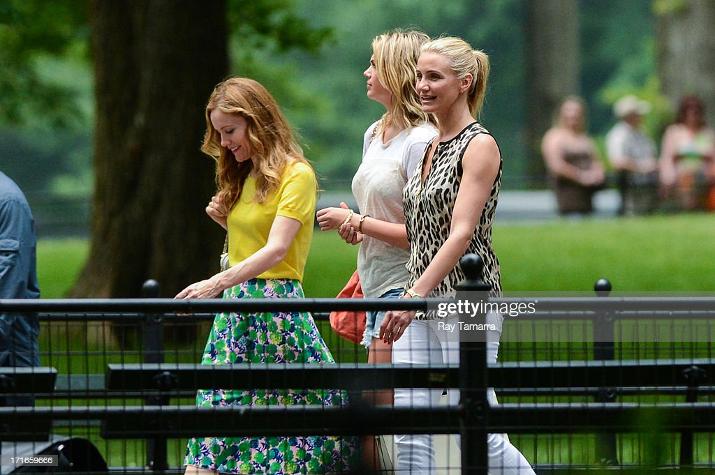 Actresses <a gi-track='captionPersonalityLinkClicked' href=/galleries/search?phrase=Leslie+Mann&family=editorial&specificpeople=595973 ng-click='$event.stopPropagation()'>Leslie Mann</a>, <a gi-track='captionPersonalityLinkClicked' href=/galleries/search?phrase=Kate+Upton&family=editorial&specificpeople=7488546 ng-click='$event.stopPropagation()'>Kate Upton</a>, and <a gi-track='captionPersonalityLinkClicked' href=/galleries/search?phrase=Cameron+Diaz&family=editorial&specificpeople=201892 ng-click='$event.stopPropagation()'>Cameron Diaz</a> film a scene at the 'Other Woman' movie set in Central Park on June 27, 2013 in New York City.