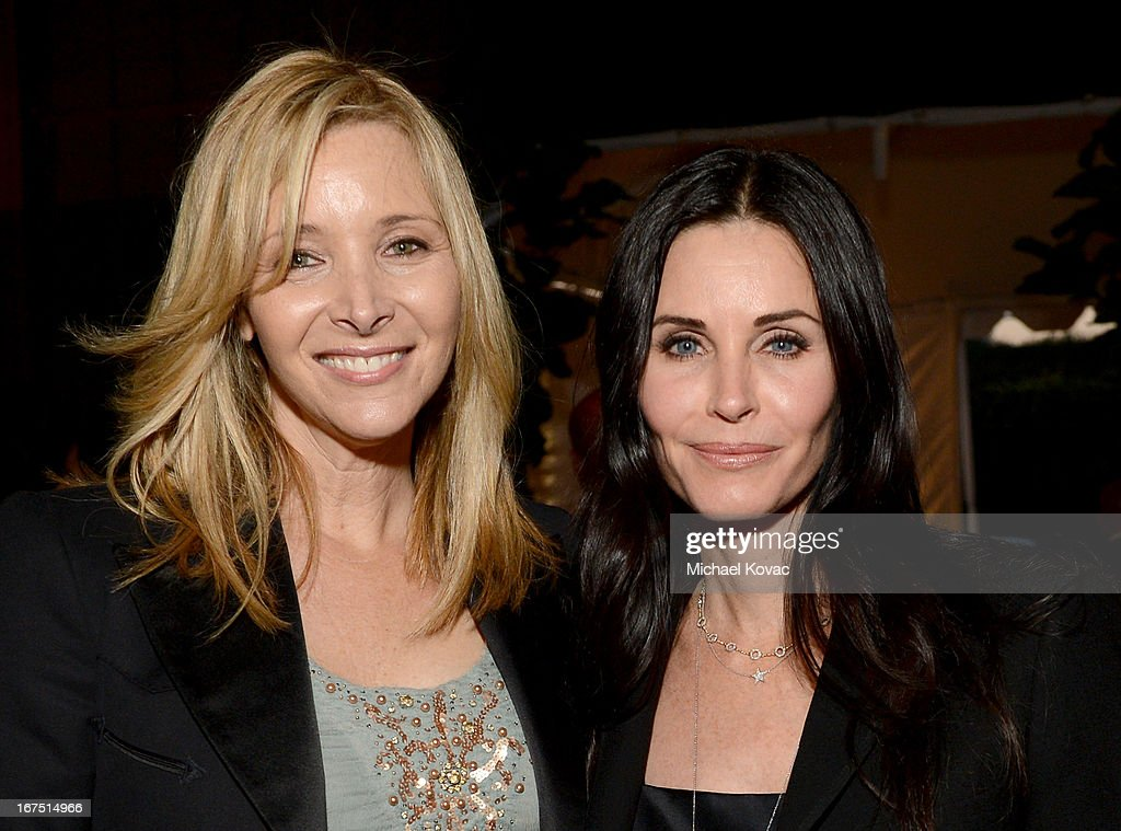Actresses <a gi-track='captionPersonalityLinkClicked' href=/galleries/search?phrase=Lisa+Kudrow&family=editorial&specificpeople=202079 ng-click='$event.stopPropagation()'>Lisa Kudrow</a> (L) and <a gi-track='captionPersonalityLinkClicked' href=/galleries/search?phrase=Courteney+Cox&family=editorial&specificpeople=203101 ng-click='$event.stopPropagation()'>Courteney Cox</a> attend P.S. ARTS Presents: LA Modernism Show Opening Night at The Barker Hanger on April 25, 2013 in Santa Monica, California.