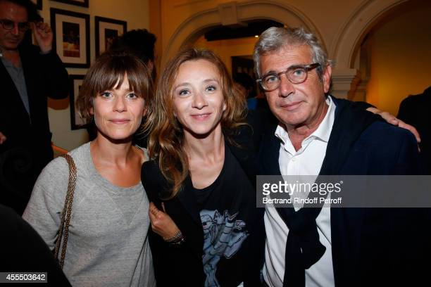 Actresses Marina Fois Sylvie Testud and humorist Michel Boujenah pose after 'Un diner d'adieu' Premiere Held at Theatre Edouard VII on September 15...