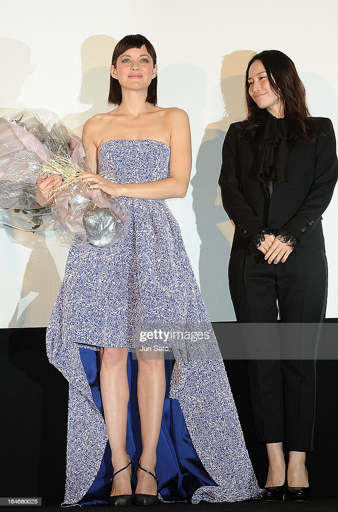 Actresses <a gi-track='captionPersonalityLinkClicked' href=/galleries/search?phrase=Marion+Cotillard&family=editorial&specificpeople=215303 ng-click='$event.stopPropagation()'>Marion Cotillard</a> and Miki Nakatani attend the 'Rust And Bone (De rouille et d'os)' Japan Premiere at Marunouchi Piccadilly on March 26, 2013 in Tokyo, Japan.
