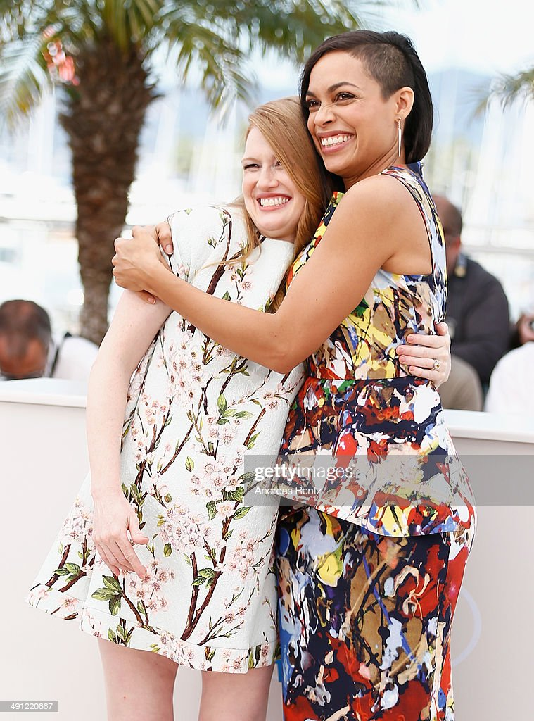 Actresses Mireille Enos and Rosario Dawson attend the 'Captives' photocall during the 67th Annual Cannes Film Festival on May 16, 2014 in Cannes, France.