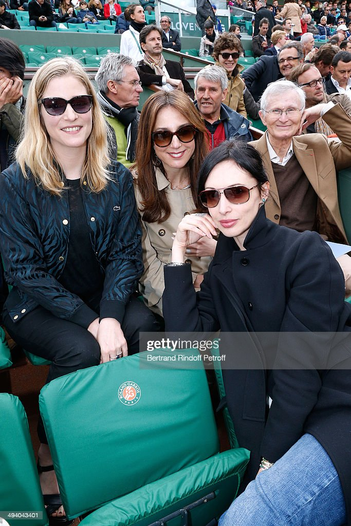 Actresses Natacha Regnier, Elsa Zylberstein, Geraldine Maillet and father of Elsa, Albert Zylberstein attend the Roland Garros French Tennis Open 2014 - Day 3 on May 27, 2014 in Paris, France.