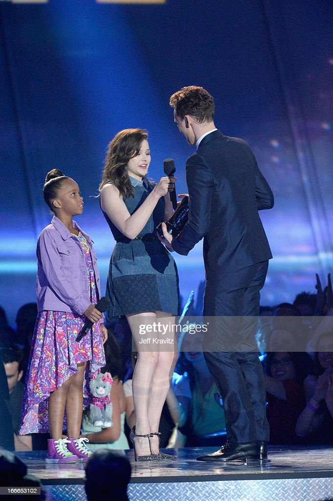 Actresses Quvenzhane Wallis and Chloe Grace Moretz present an award to actor Tom Hiddleston onstage during the 2013 MTV Movie Awards at Sony Pictures Studios on April 14, 2013 in Culver City, California.