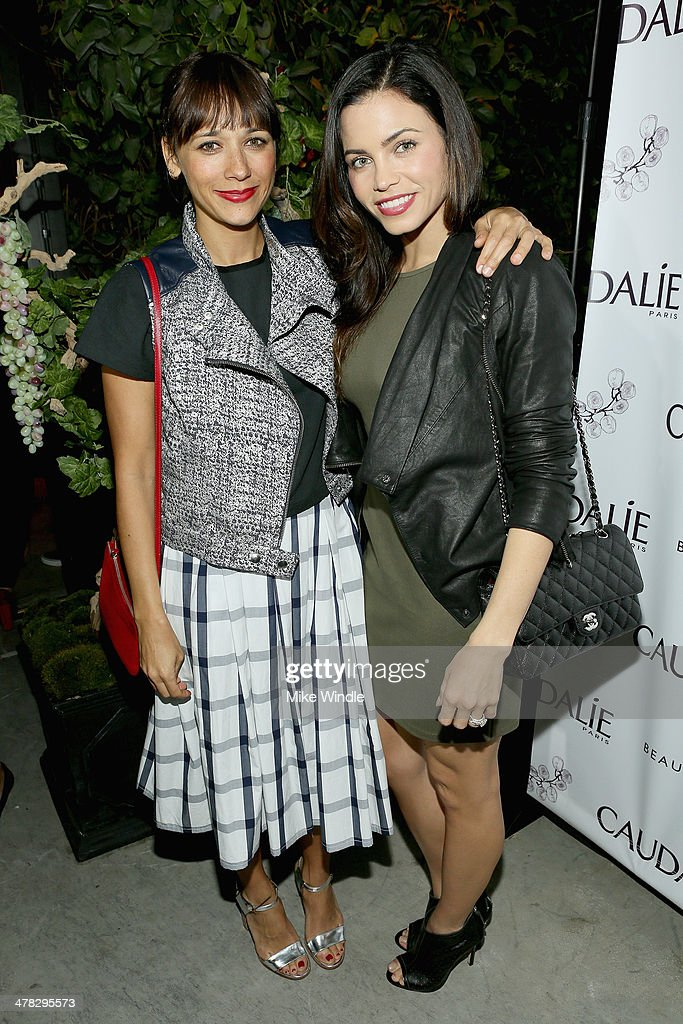 Actresses <a gi-track='captionPersonalityLinkClicked' href=/galleries/search?phrase=Rashida+Jones&family=editorial&specificpeople=2133481 ng-click='$event.stopPropagation()'>Rashida Jones</a> (L) and Jenna Dewan attend the Caudalie Boutique Spa grand opening at Caudalie Boutique Spa on March 12, 2014 in Venice, California.