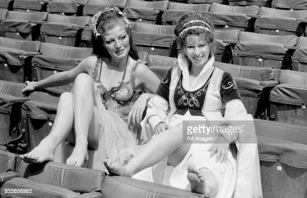Actresses Rula Lenska and Elizabeth Estensen in Regent's Park during a break in rehearsals for the New Shakespeare Company's production of 'A...