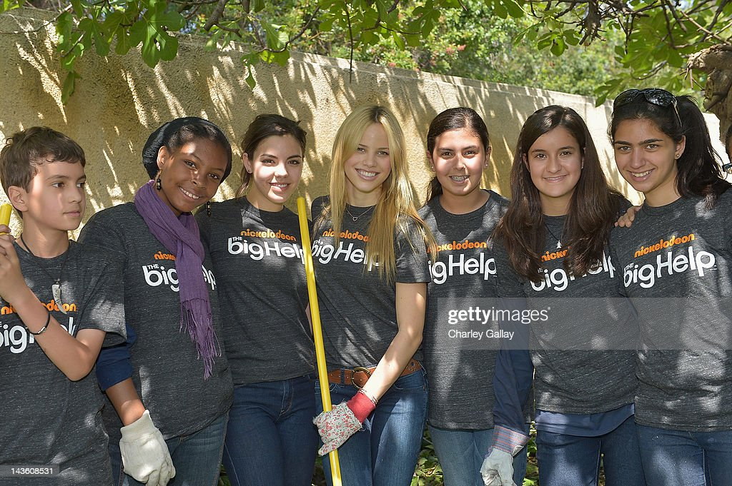 Actresses Samantha Boscarino (3rd L) and Halston Sage (C) from Nickelodeon's 'How to Rock' volunteer with students for a Big Help environmental project at New Horizon Elementary & Middle School on April 30, 2012 in Pasadena, California.
