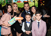 Actresses Sarah Hyland and Debbie Ryan TV Personality Buddy Valastro Marco Valastro Sofia Valastro and Buddy Valastro Jr attend Nickelodeon's 2016...