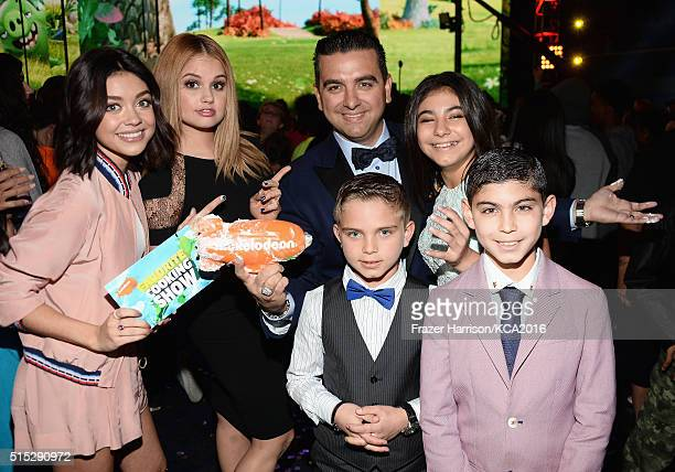 Actresses Sarah Hyland and Debbie Ryan TV Personality Buddy Valastro Marco Valastro Sofia Valastro and Buddy Valastro Jr attend Nickelodeon's 2016...