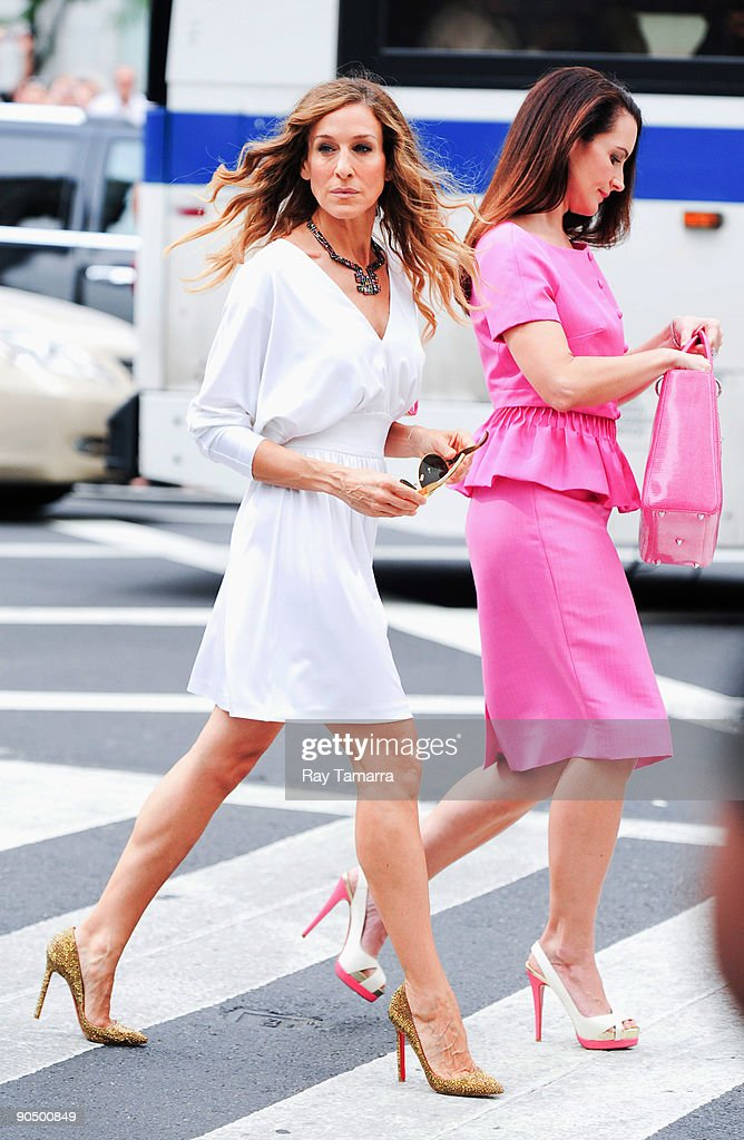 Actresses Sarah Jessica Parker (L) and Kristen Davis film scene on location at the 'Sex And The City 2' film set at Bergdorf Goodman on September 09, 2009 in New York City.
