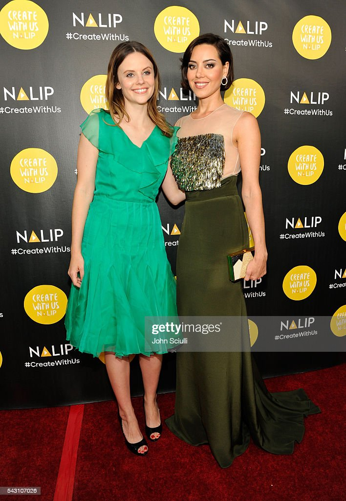 Actresses <a gi-track='captionPersonalityLinkClicked' href=/galleries/search?phrase=Sarah+Ramos&family=editorial&specificpeople=631176 ng-click='$event.stopPropagation()'>Sarah Ramos</a> and <a gi-track='captionPersonalityLinkClicked' href=/galleries/search?phrase=Aubrey+Plaza&family=editorial&specificpeople=5299268 ng-click='$event.stopPropagation()'>Aubrey Plaza</a> attend the NALIP 2016 Latino Media Awards at Dolby Theatre on June 25, 2016 in Hollywood, California.