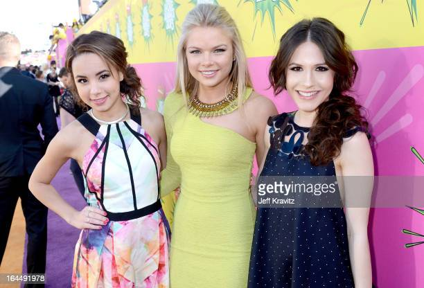 Actresses Savannah JaydeKelli Goss and Erin Sanders arrive at Nickelodeon's 26th Annual Kids' Choice Awards at USC Galen Center on March 23 2013 in...