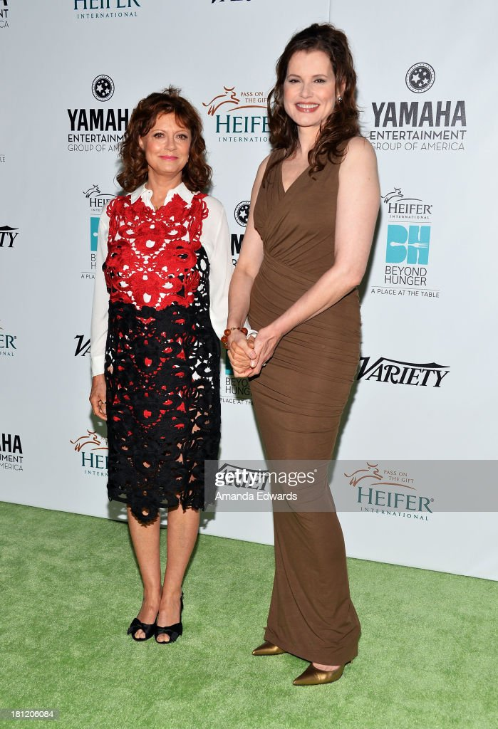 Actresses <a gi-track='captionPersonalityLinkClicked' href=/galleries/search?phrase=Susan+Sarandon&family=editorial&specificpeople=202474 ng-click='$event.stopPropagation()'>Susan Sarandon</a> (L) and <a gi-track='captionPersonalityLinkClicked' href=/galleries/search?phrase=Geena+Davis&family=editorial&specificpeople=209423 ng-click='$event.stopPropagation()'>Geena Davis</a> arrive at the 2nd Annual Beyond Hunger: A Place At The Table Benefit Honoring <a gi-track='captionPersonalityLinkClicked' href=/galleries/search?phrase=Susan+Sarandon&family=editorial&specificpeople=202474 ng-click='$event.stopPropagation()'>Susan Sarandon</a> at Montage Beverly Hills on September 19, 2013 in Beverly Hills, California.