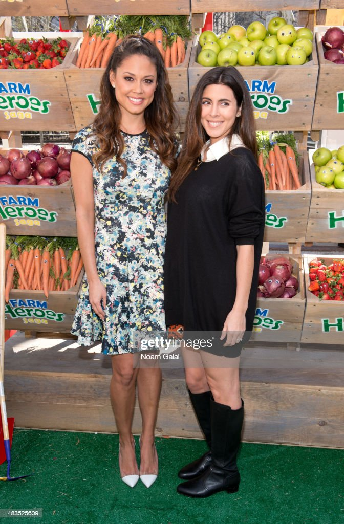 Actresses Vanessa Lachey and Jamie Lynn Sigler attend 'Be A Farm Hero' at the Flatiron Pedestrian Plaza on April 9, 2014 in New York City.