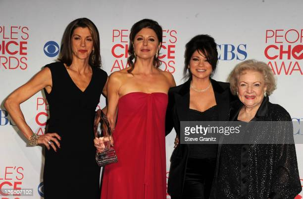 Actresses Wendie Malick Jane Leeves Valerie Bertinelli and Betty White pose in the press room during the People's Choice Awards 2012 at Nokia Theatre...