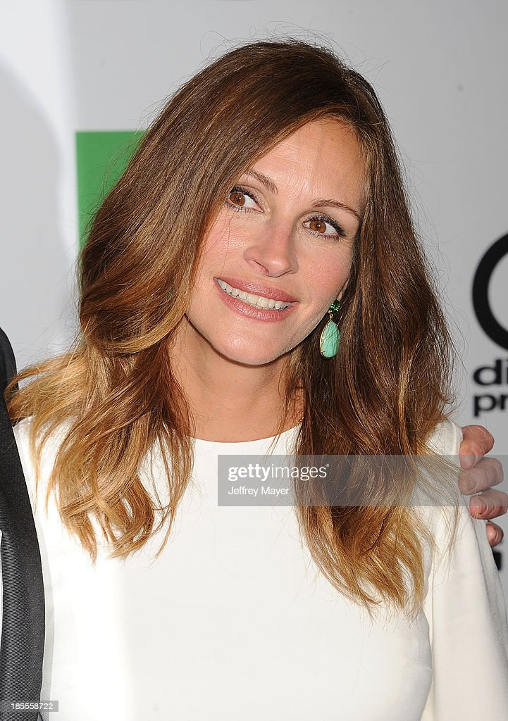 Actress/honoree Julia Roberts arrives at the 17th Annual Hollywood Film Awards at The Beverly Hilton Hotel on October 21, 2013 in Beverly Hills, California.