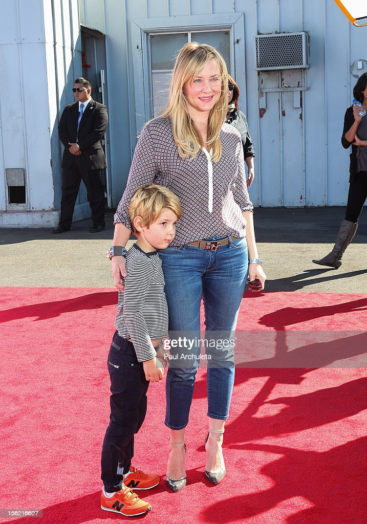 Actress<a gi-track='captionPersonalityLinkClicked' href=/galleries/search?phrase=Jessica+Capshaw&family=editorial&specificpeople=207034 ng-click='$event.stopPropagation()'>Jessica Capshaw</a> (R) attends the 14th anniversary of P.S. Arts Express Yourself gala at Barker Hangar on November 11, 2012 in Santa Monica, California.