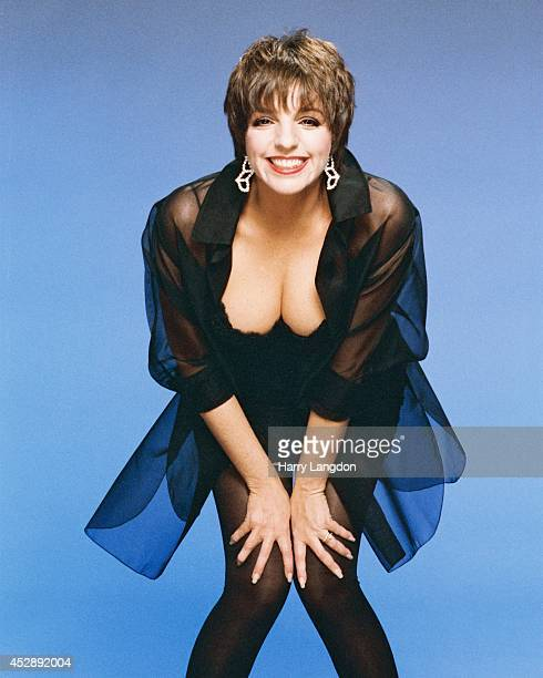 ActressLiza Minnelli poses for a portrait in 1987 in Los Angeles California