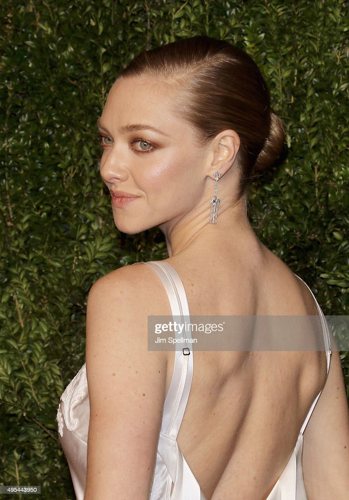 Actress/model Amanda Seyfried attends the 12th annual CFDA/Vogue Fashion Fund Awards at Spring Studios on November 2, 2015 in New York City.