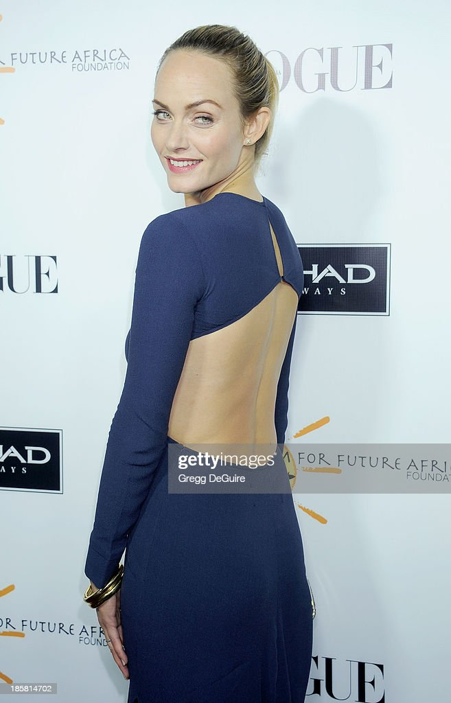 Actress/model <a gi-track='captionPersonalityLinkClicked' href=/galleries/search?phrase=Amber+Valletta&family=editorial&specificpeople=206940 ng-click='$event.stopPropagation()'>Amber Valletta</a> arrives at the Dream For Future Africa Foundation Gala at Spago on October 24, 2013 in Beverly Hills, California.