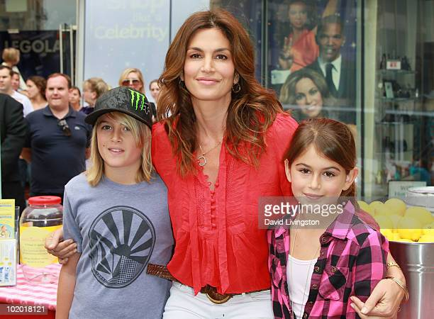 Actress/model Cindy Crawford and children Presley Gerber and Kaia Gerber attend an 'Alex's Lemonade Stand' event benefitting children's cancer...