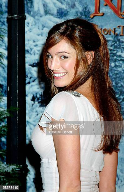 Actress/model Kelly Brook arrives at the Royal Film Performance and World Premiere of 'The Chronicles Of Narnia' at the Royal Albert Hall on December...