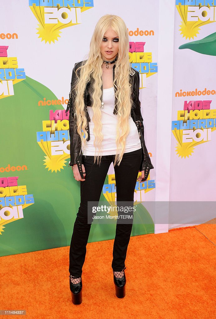 Actress/musician Taylor Momsen arrives at Nickelodeon's 24th Annual Kids' Choice Awards at Galen Center on April 2, 2011 in Los Angeles, California.