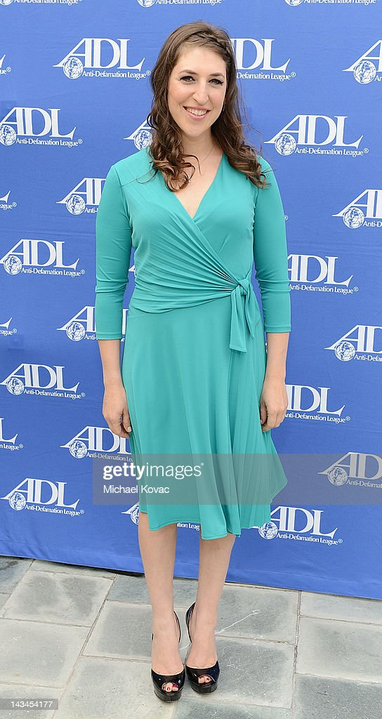 Actress/neuroscientist Mayim Bialik attends The Anti-Defamation League Deborah Awards at the Skirball Cultural Center on April 26, 2012 in Los Angeles, California.