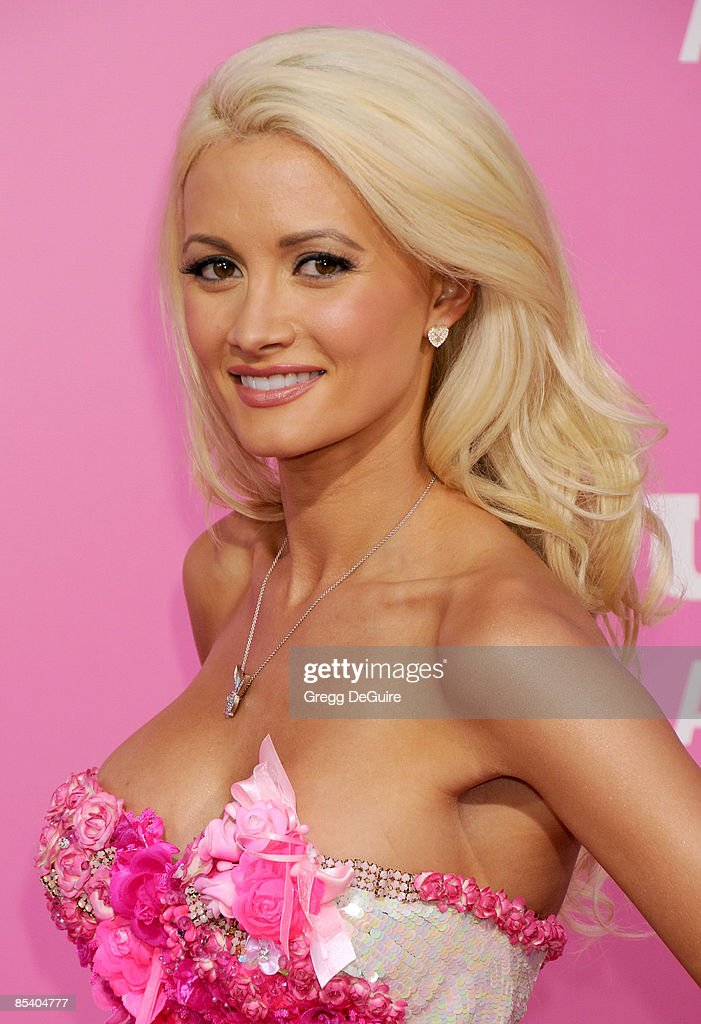 Actress/Playboy Playmate Holly Madison arrives at Sony Pictures' Premiere of 'House Bunny' at the Mann Village Theatre on August 14, 2008 in Los Angeles, California.