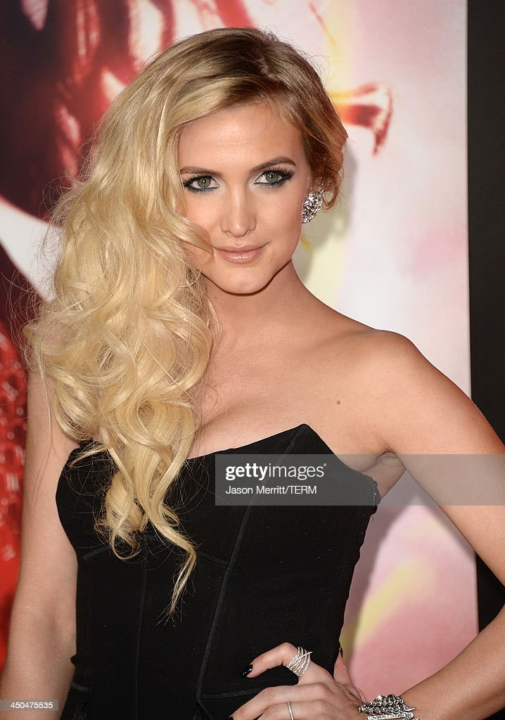 Actress/singer Ashlee Simpson arrives at the premiere of Lionsgate's 'The Hunger Games: Catching Fire' at Nokia Theatre L.A. Live on November 18, 2013 in Los Angeles, California.