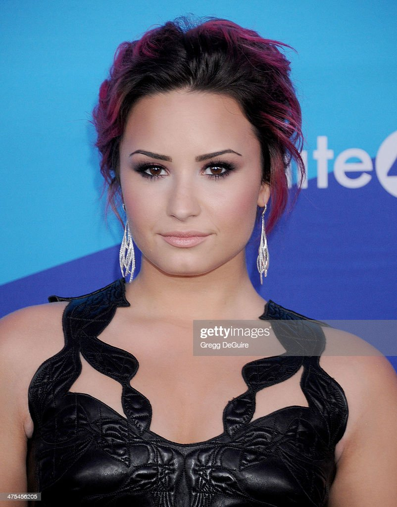 Actress/singer <a gi-track='captionPersonalityLinkClicked' href=/galleries/search?phrase=Demi+Lovato&family=editorial&specificpeople=4897002 ng-click='$event.stopPropagation()'>Demi Lovato</a> arrives at the 1st Annual Unite4:humanity event hosted by Unite4good and Variety at Sony Studios on February 27, 2014 in Los Angeles, California.