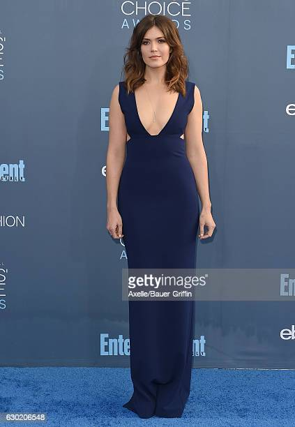 Actress/singer Mandy Moore arrives at The 22nd Annual Critics' Choice Awards at Barker Hangar on December 11 2016 in Santa Monica California