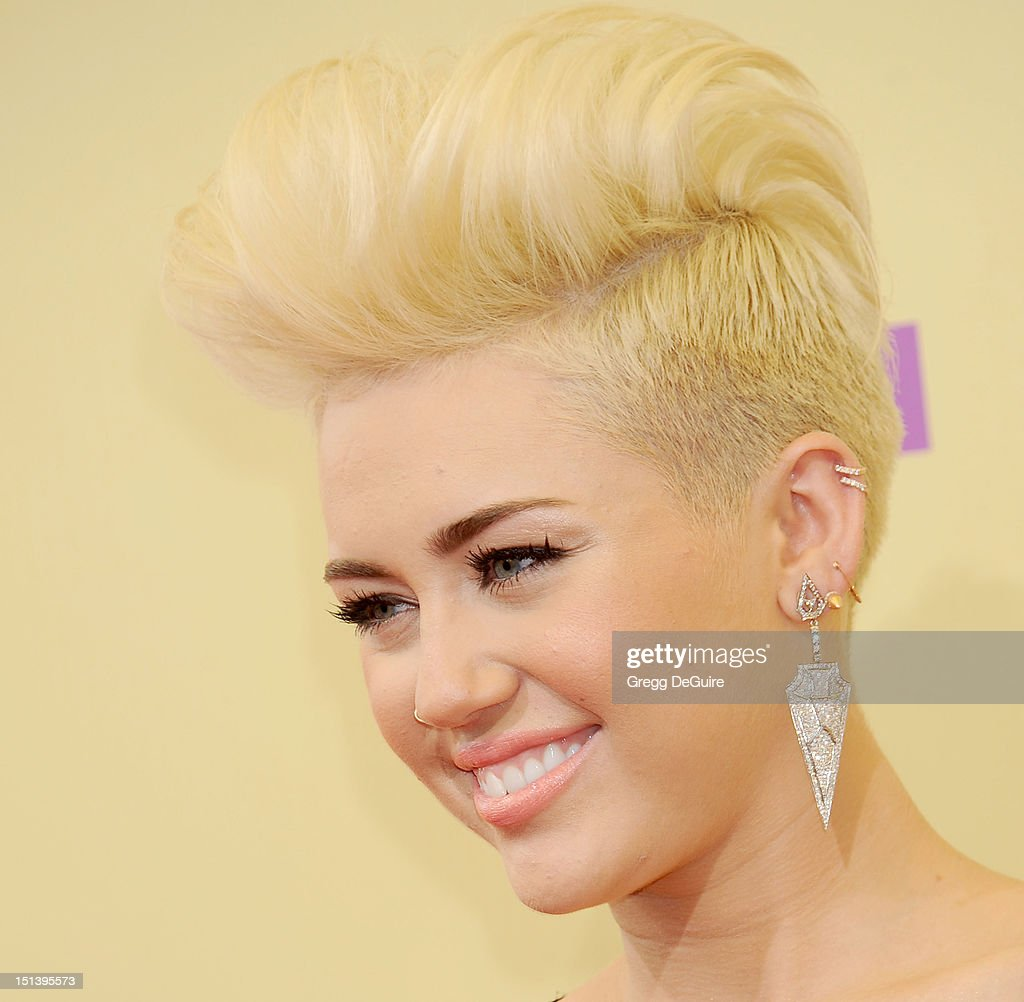 Actress/singer Miley Cyrus arrives at 2012 MTV Video Awards at Staples Center on September 6, 2012 in Los Angeles, California.
