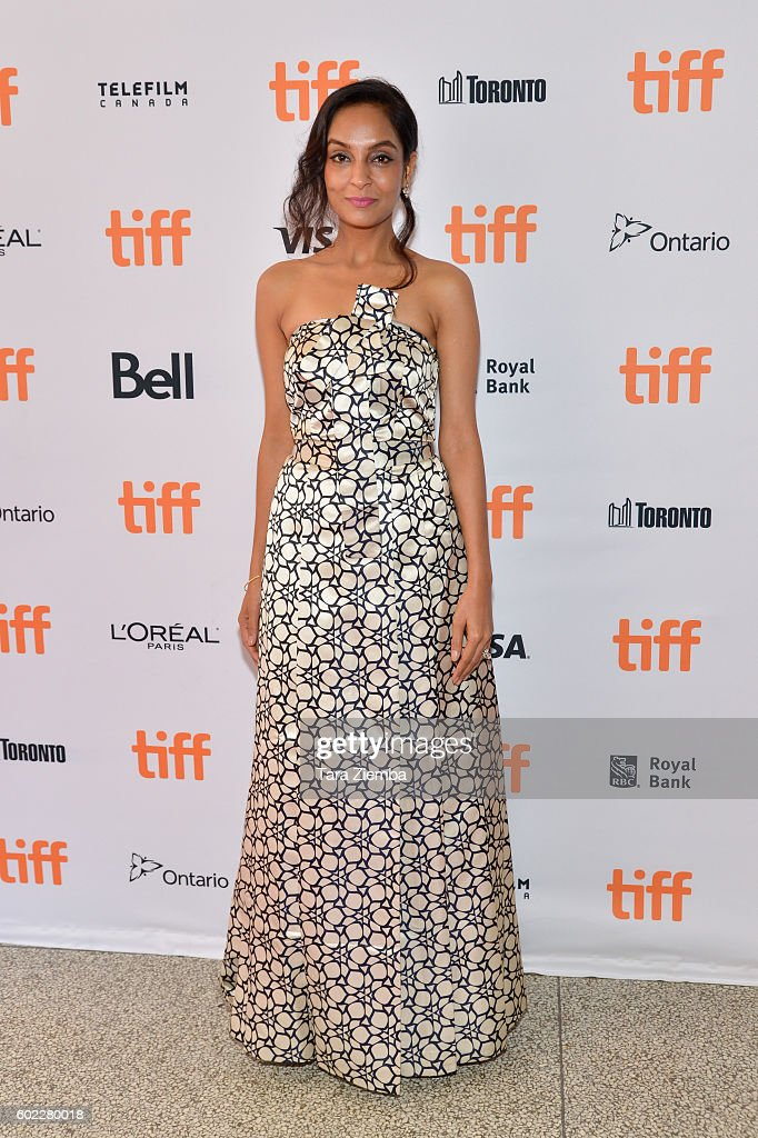 actresssinger-priyanka-chopra-attends-the-premiere-of-a-death-in-the-picture-id602280018