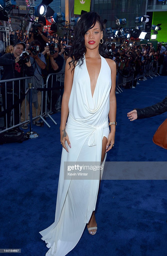 Actress/singer <a gi-track='captionPersonalityLinkClicked' href=/galleries/search?phrase=Rihanna&family=editorial&specificpeople=453439 ng-click='$event.stopPropagation()'>Rihanna</a> arrives at the premiere of Universal Pictures' 'Battleship' at Nokia Theatre L.A. Live on May 10, 2012 in Los Angeles, California.