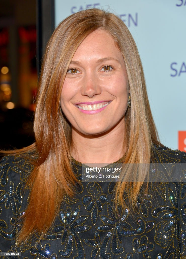 Actress/singer <a gi-track='captionPersonalityLinkClicked' href=/galleries/search?phrase=Schuyler+Fisk&family=editorial&specificpeople=662298 ng-click='$event.stopPropagation()'>Schuyler Fisk</a> arrives at the premiere of Relativity Media's 'Safe Haven' at TCL Chinese Theatre on February 5, 2013 in Hollywood, California.