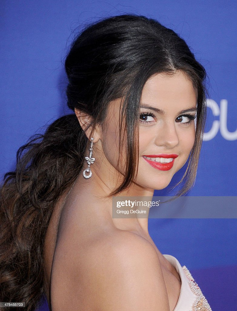 Actress/singer Selena Gomez arrives at the 1st Annual Unite4:humanity event hosted by Unite4good and Variety at Sony Studios on February 27, 2014 in Los Angeles, California.