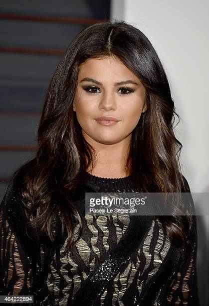 Actress/singer Selena Gomez attends the 2015 Vanity Fair Oscar Party hosted by Graydon Carter at Wallis Annenberg Center for the Performing Arts on...