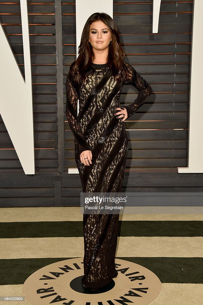 Actress/singer <a gi-track='captionPersonalityLinkClicked' href=/galleries/search?phrase=Selena+Gomez&family=editorial&specificpeople=4295969 ng-click='$event.stopPropagation()'>Selena Gomez</a> attends the 2015 Vanity Fair Oscar Party hosted by Graydon Carter at Wallis Annenberg Center for the Performing Arts on February 22, 2015 in Beverly Hills, California.