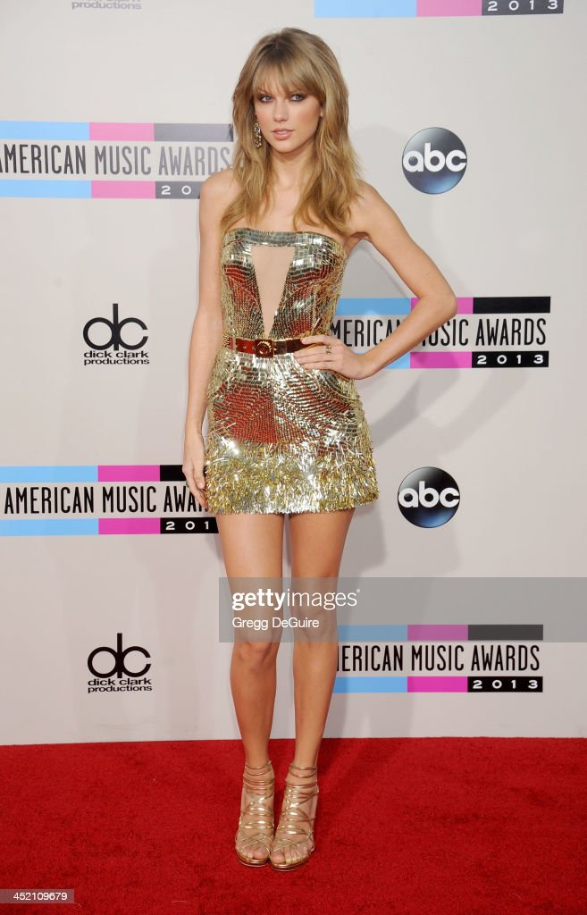 Actress/singer Taylor Swift arrives at the 2013 American Music Awards at Nokia Theatre LA Live on November 24 2013 in Los Angeles California