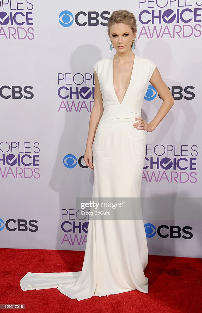Actress/singer Taylor Swift arrives at the 2013 People's Choice Awards at Nokia Theatre L.A. Live on January 9, 2013 in Los Angeles, California.