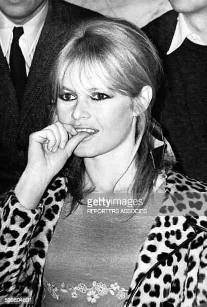 L'actrice Brigitte Bardot portant un manteau léopard circa 1960 en France