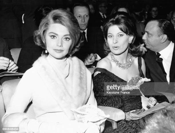L'actrice italienne Sylva Koscina dans la salle pour la projection de 'Cyrano et d'Artagnan' le film d'Abel Gance