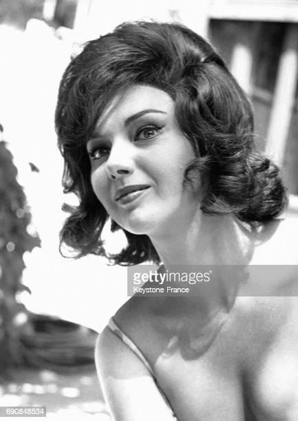 L'actrice italienne Sylva Koscina en décolleté